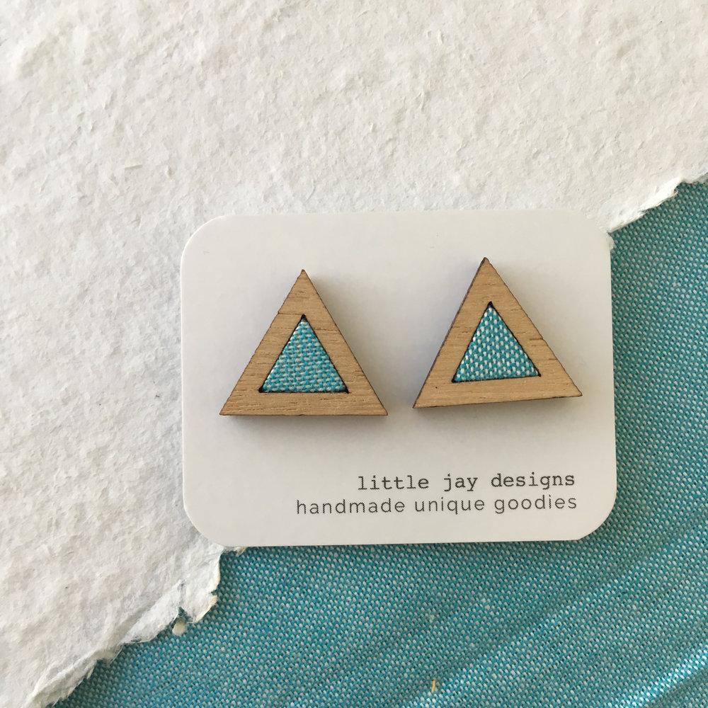 Turquoise/White - Medium Triangle