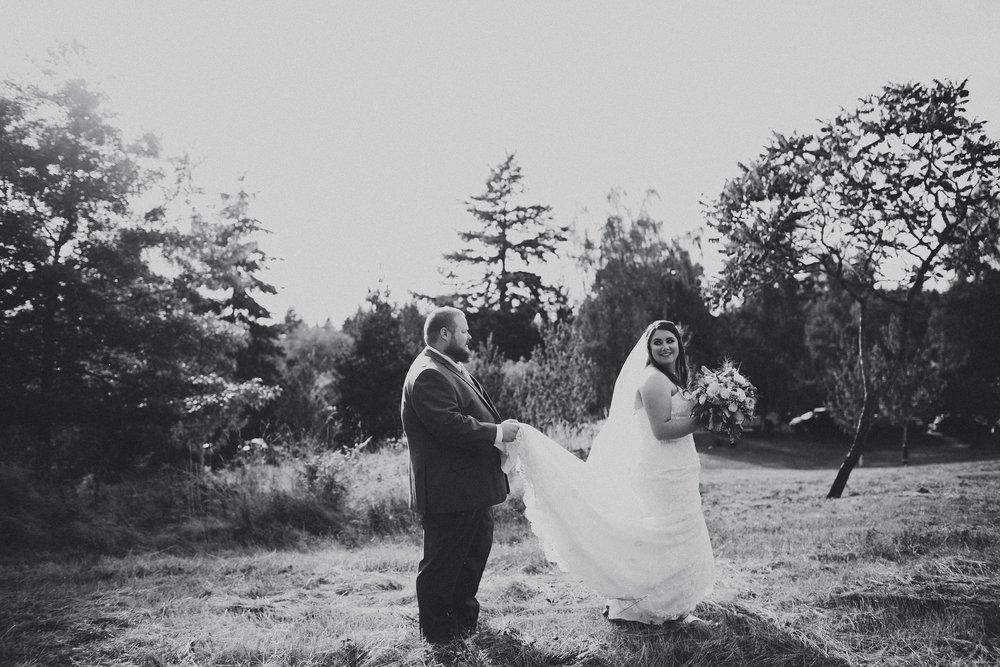 karisa ryan - vashon island backyard wedding photographer - seattle area backyard wedding photography - ashley vos-21.jpg
