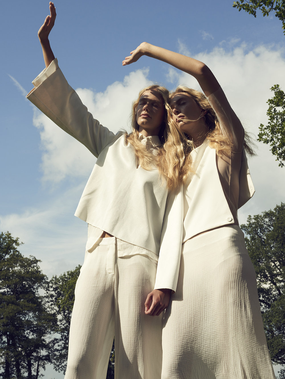 PHOTOGRAPHY  Jasper Abels | MUAH Magdalena Looza | MODELS Femke & Merel @ Tjarda model management en Nikita @ Bloom Management