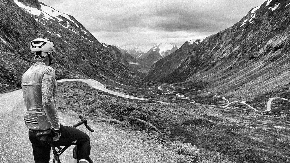 Fra Gamle Strynefjellsvegen, med utsikt nedover Hjelledalen