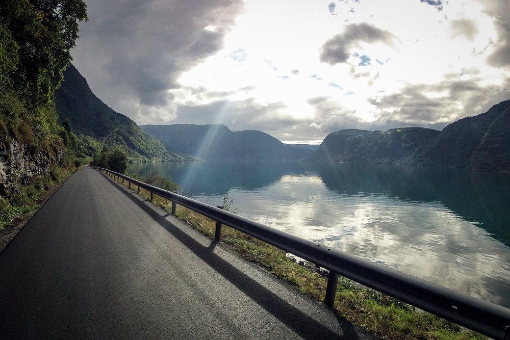 vegtur_lustrafjorden_rundt3.jpg