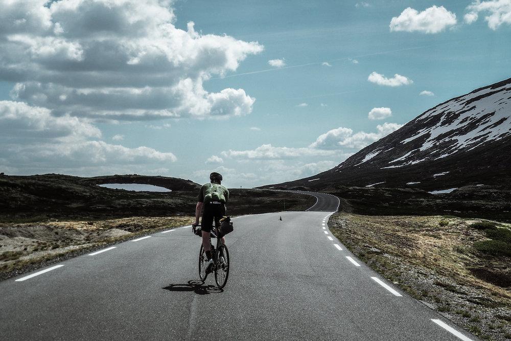 Imingfjell - Veien over Imingfjell er et eventyr. Her møter veien himmelen.KOMMER!