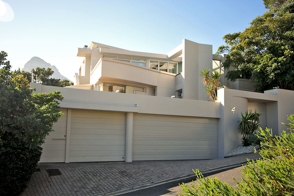 Lion's View exterior