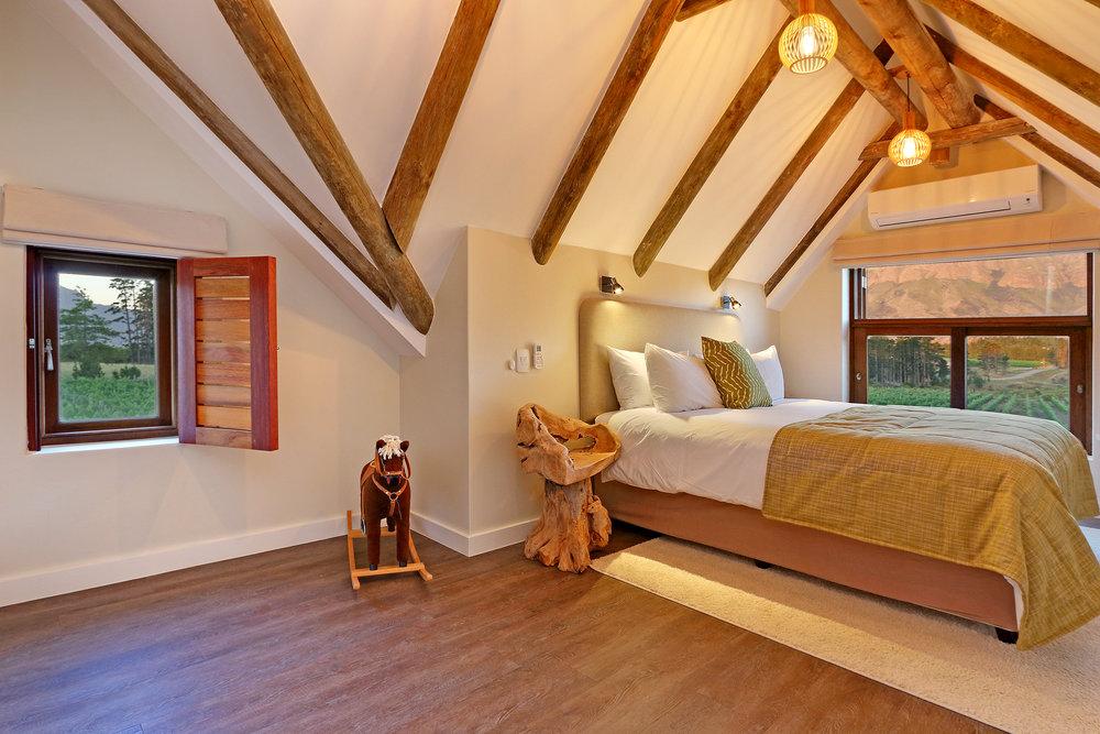 05 Skaaphouse Kira's bedroom.jpg
