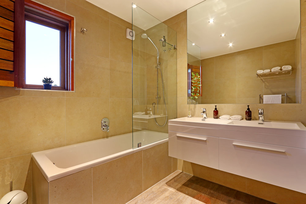 09 Skaaphouse shared bathroom of Nathan and Oliver.jpg