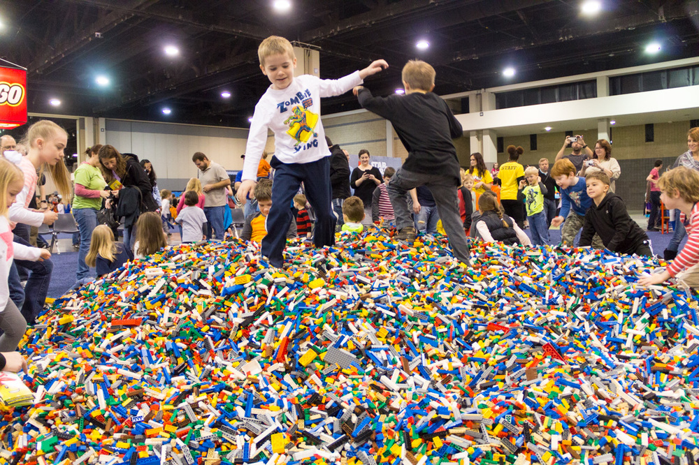 lego-kidsfest-brick-pile