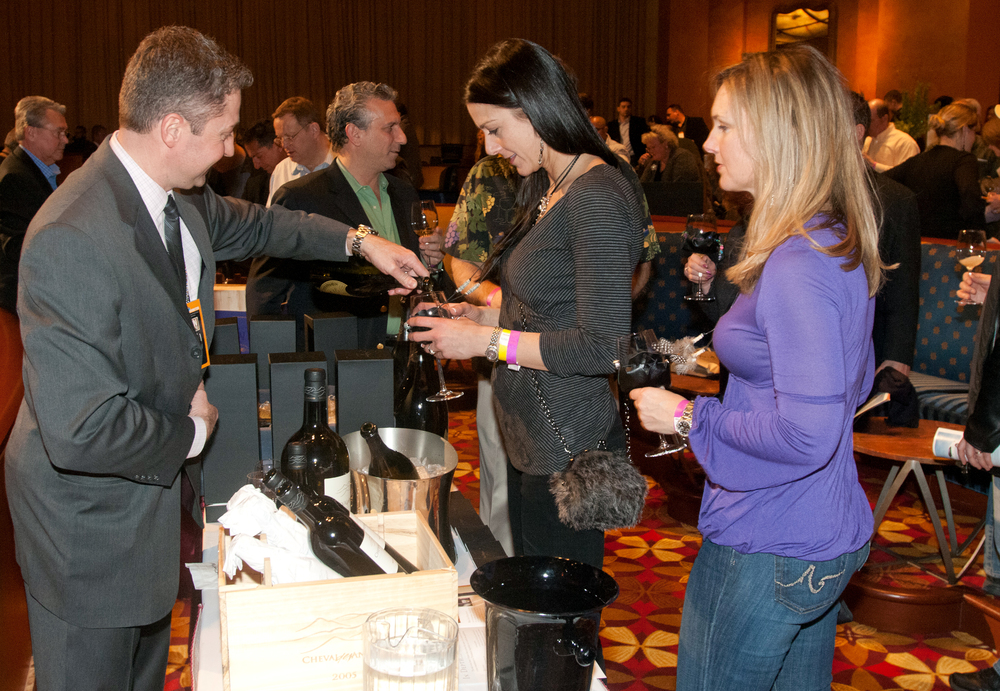 wine-tasting-pouring-sample