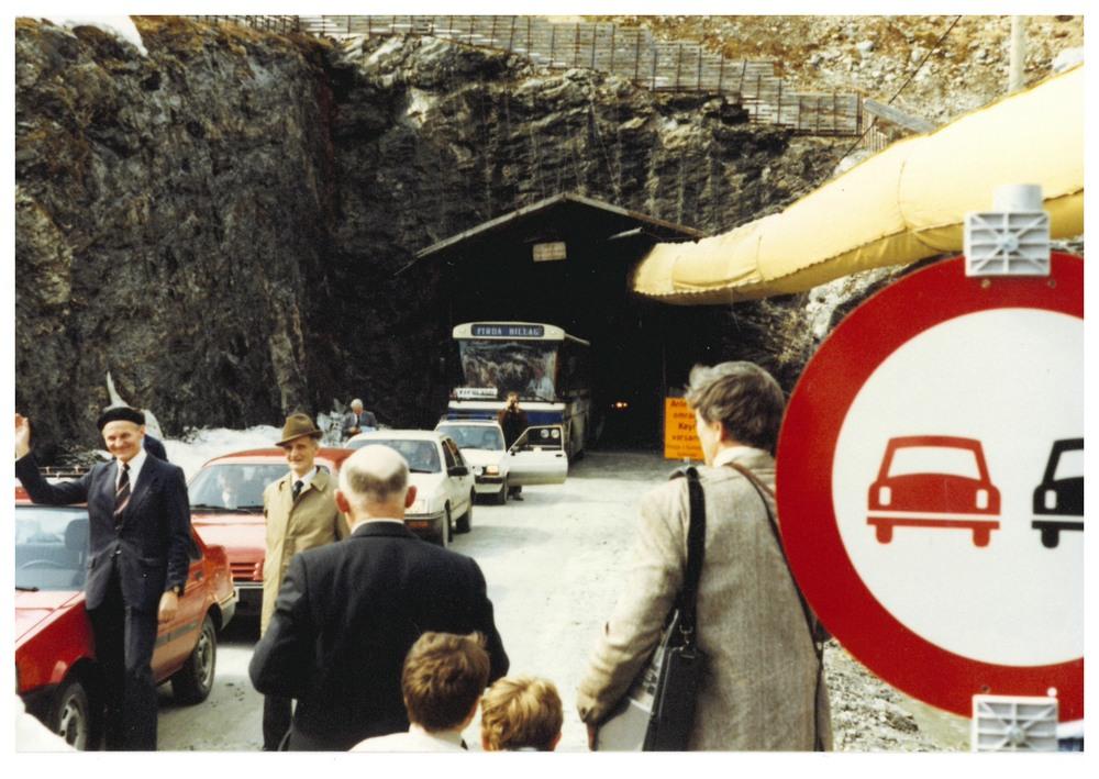 Tunnelen mot Jølster opna i 1986. Foto: Anders J. Bøyum.