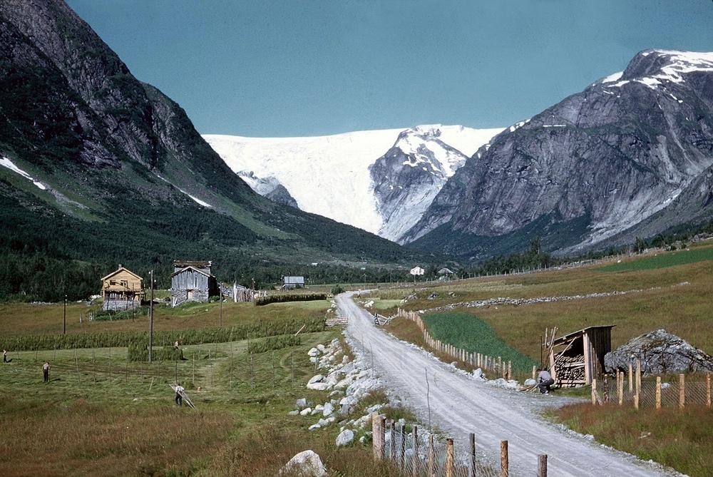 Krundalen med Bergsetbreen i 1959. Foto: John Price.