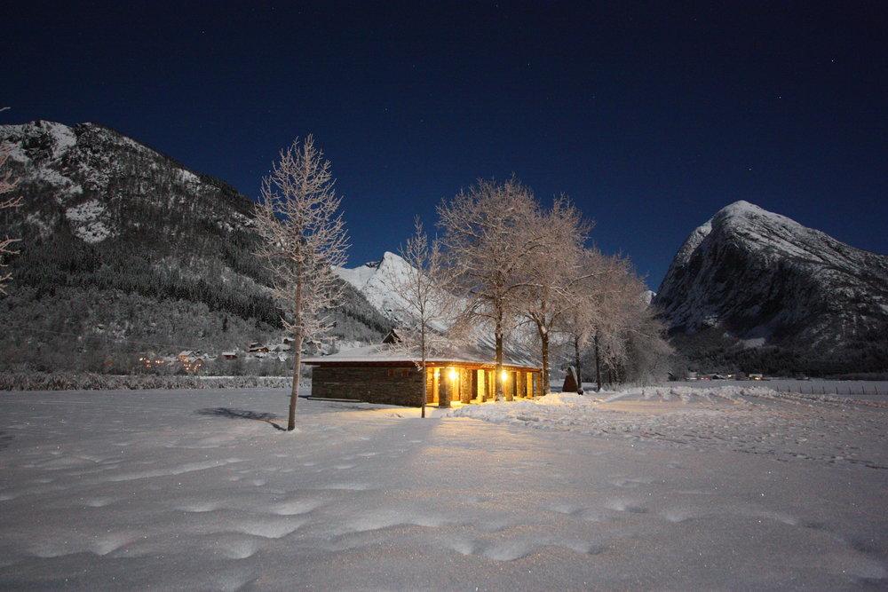 Feltstasjonen ein vakker vinternatt. Foto: Gaute Dvergsdal Bøyum.