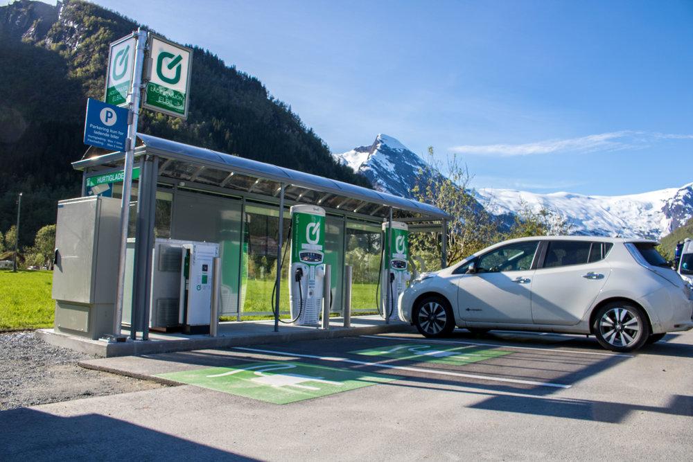 Vi har ladestasjon for elbil -