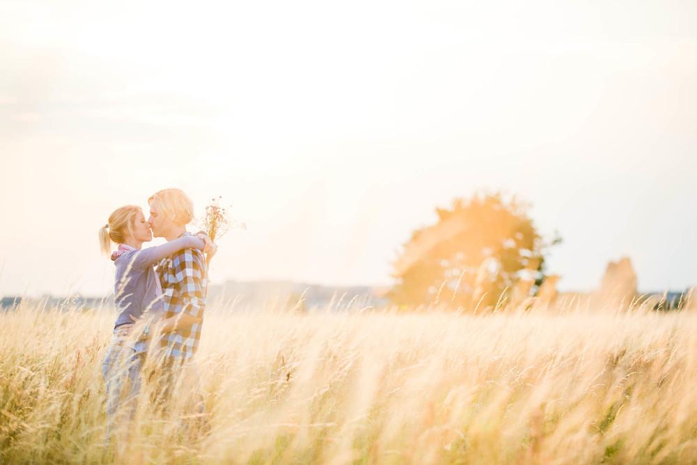 Fotoshooting mit verlobtem Paar aufm dem Tempelhofer Feld
