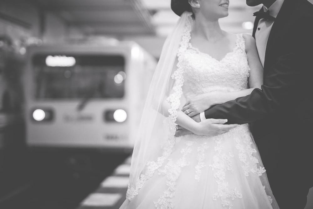 Fotoshooting-Brautpaar-in-U-Bahn