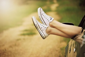 sneakers-feet-veesomphondotcom