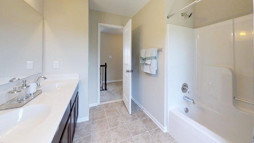 jfyCdv87TTE - Bathroom(2).jpg