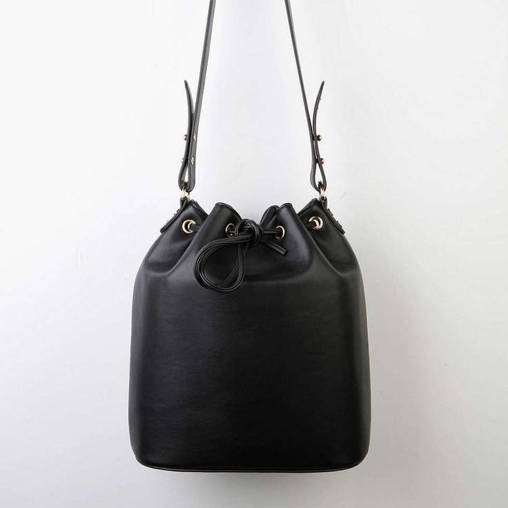 uo bucket bag black.jpg
