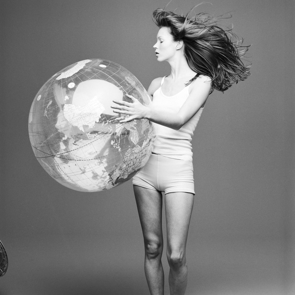 kate+moss+with+the+world+by+patrik+anderssen.jpeg