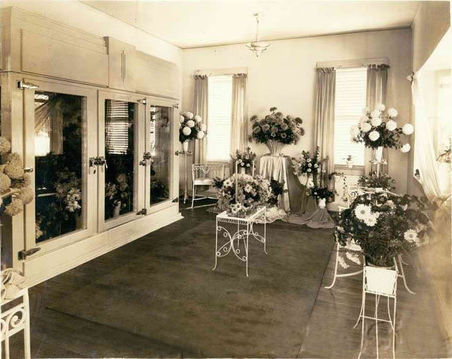 Picture of the front room on opening day (1937)