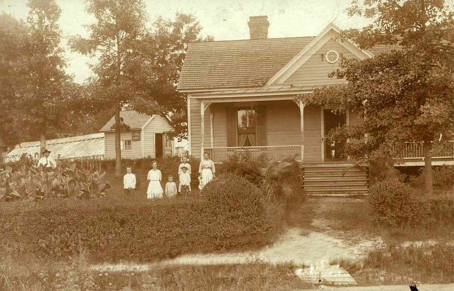 Roll family in front of the original house, sometime before the flower shop was built