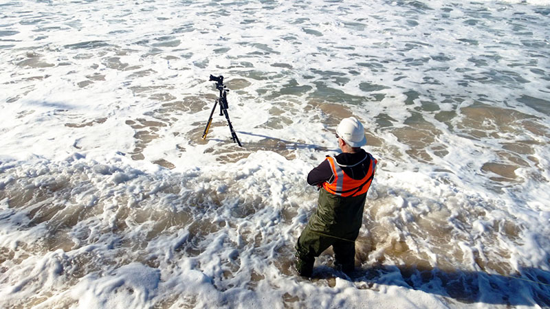 Garry keeping a close eye on the waves as his Canon 5D Mk 3 captures timelapse footage in Shellharbour