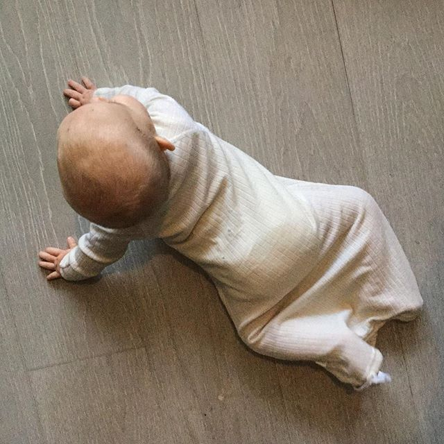 Practically and quality is everything when it comes to baby clothes. Our merino wool baby sleep dress gives easy access to nappy change and keeps your baby snug. And best of all, it machine washes at 40 degrees!!❄️❄️❄️ * * #babybump #babies #nordicdesign #wool #scandinaviandesign #merinowool #naturalkids #sustainablefashion #kids #nordickids #kidnordic #practialcloths