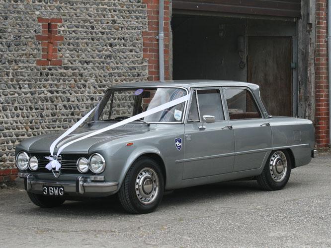 Black and white garage 1969 alfa romeo giulia super biscione - Nearest alfa romeo garage ...
