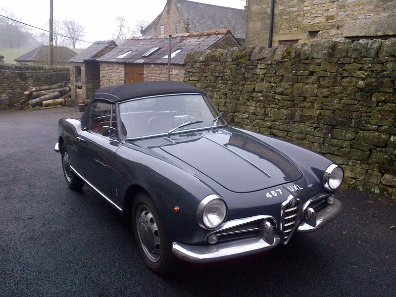 Black and white garage 1960 alfa romeo giulietta spider for Garage alfa romeo villeneuve d ascq