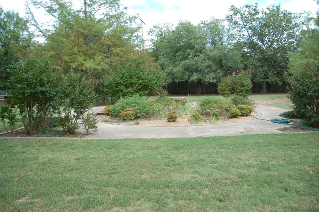 Rose Garden Park - Shawnee OK.JPG