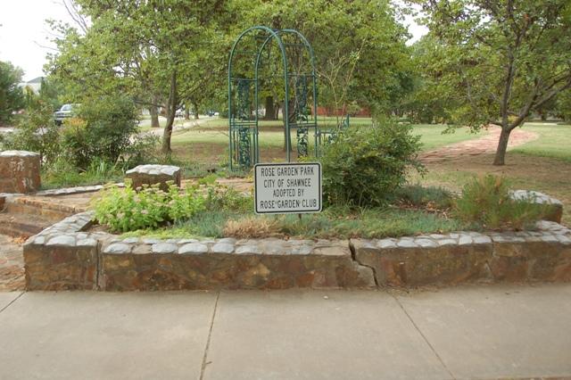 Rose Garden Park - Shawnee OK (4).JPG