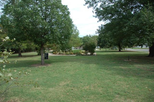 Rose Garden Park - Shawnee OK (38).JPG