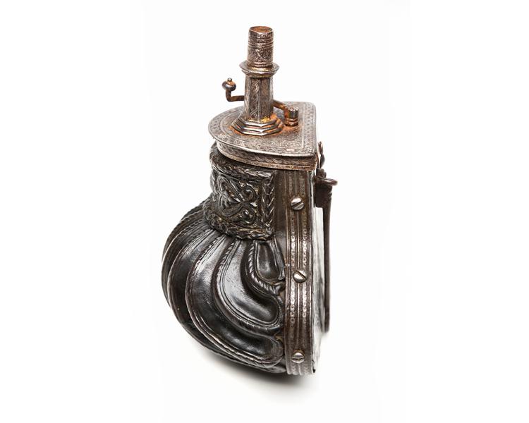 Italian_Cuir_Bouilli_powder-flask_circa_1570_GARY_FRIEDLAND.jpg
