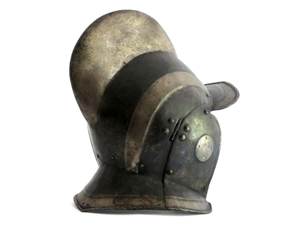 german-black-white-burgonet-helmet-16th-century-gary-friedland-arms-armor1.jpg