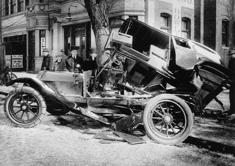 Car Crash 1916.jpg