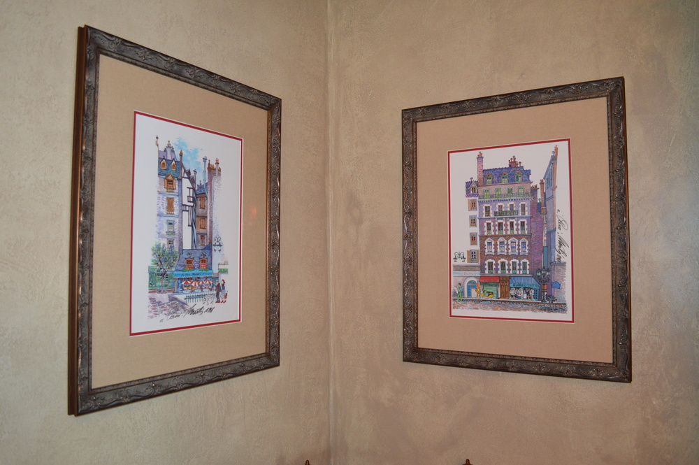 You can see the textured walls here...along with two of three paintings I bought in Paris from a sidewalk artist along the Champs Elysees  years ago.