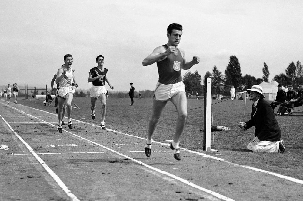 Louie, winning the mile in Seattle...via google