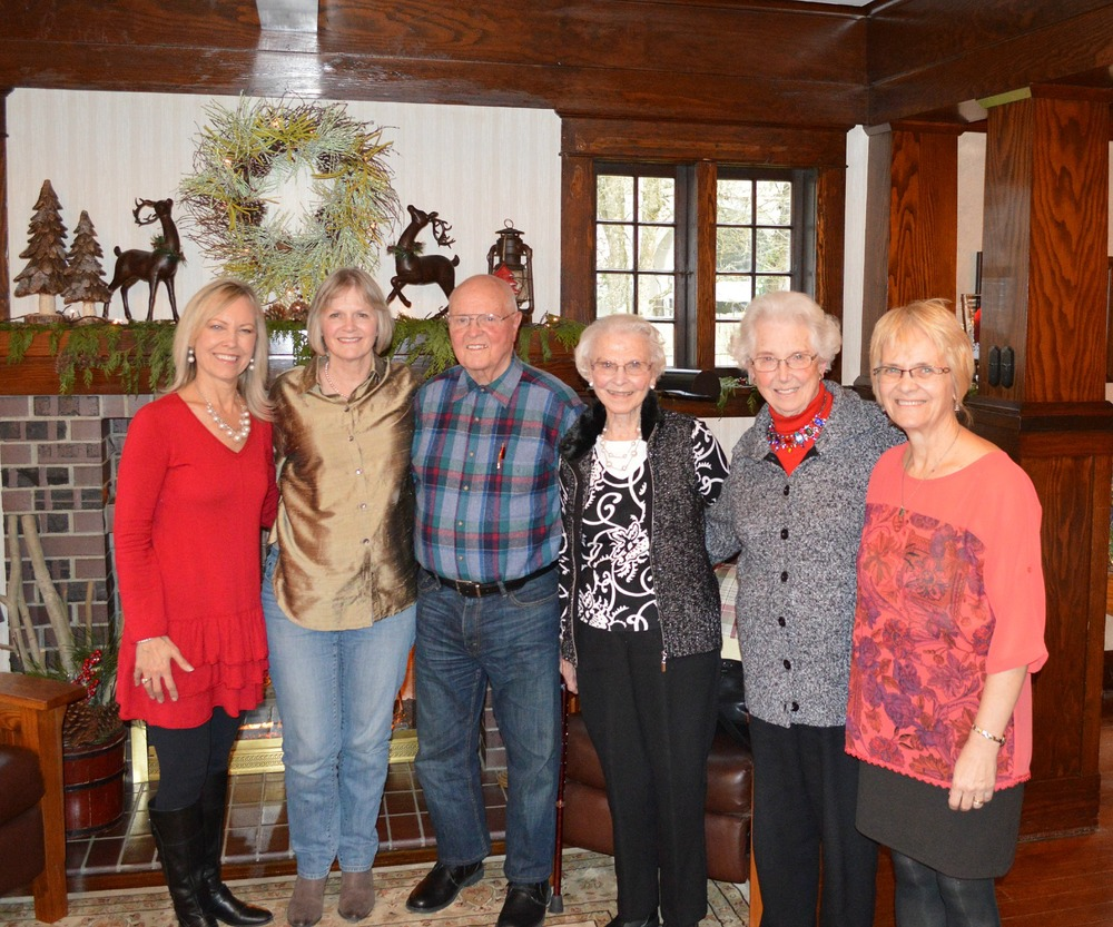 Me, cousin Kirsten, Uncle Ralph, Aunt Lydia, Aunt Phyllis, and my sister, Evangeline.