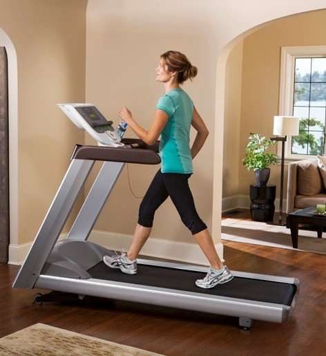 in-home_9.35_treadmill_female_walking_472x515_1.jpg