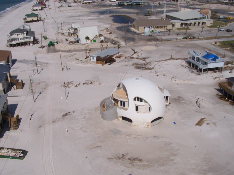 Pensacola_Beach,_Florida_after_Hurricane_Dennis_in_2005.jpg