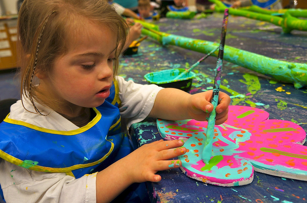 Olive painting a magnificent flower.