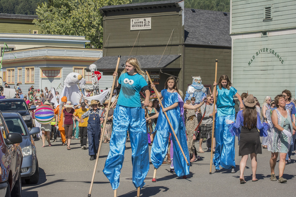 Stiltwalkers from Blue Lake Elementary Join the Parade