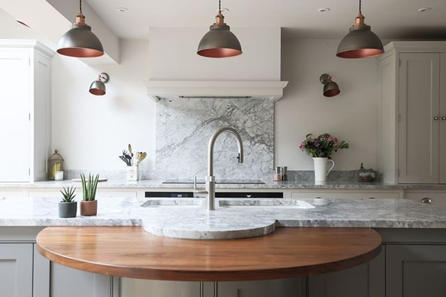 When your clients keep designing and crafting the most stunning interiors it makes your job feel too good to be true. Thank you @eviewillowkitchens.⠀ .⠀ .⠀ .⠀ .⠀ #kitchenremodel #kitchendesign #kitchendecor #kitchenisland #kitchencabinets #kitcheninspiration #kitcheninterior #eviewillowkitchens #bespokekitchens #handcrafted #handpaintedkitchen #beautifulkitchen #handmadekitchen #kitchenstyle #paintedkitchen #paintedkitchencabinets #shakercabinets #shakerkitchen #interiorphotography #PhotographersOfInstagram #photographersofIG #countryliving #kitchenideas #countryhome #cooking #kitchenenvy #interiordesign #interiorstyling #dreamhome #roomforinspo