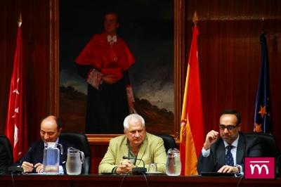 De izquierda a derecha: Excmo. Sr. Decano de la Facultad de Derecho UCM, D. RÁUL CANOSA, D. Javier ÁLVAREZ (catedrático D. Penal UCIII) y D. Ángel TUÑÓN GALLEGO (Tesorero ICAAH).