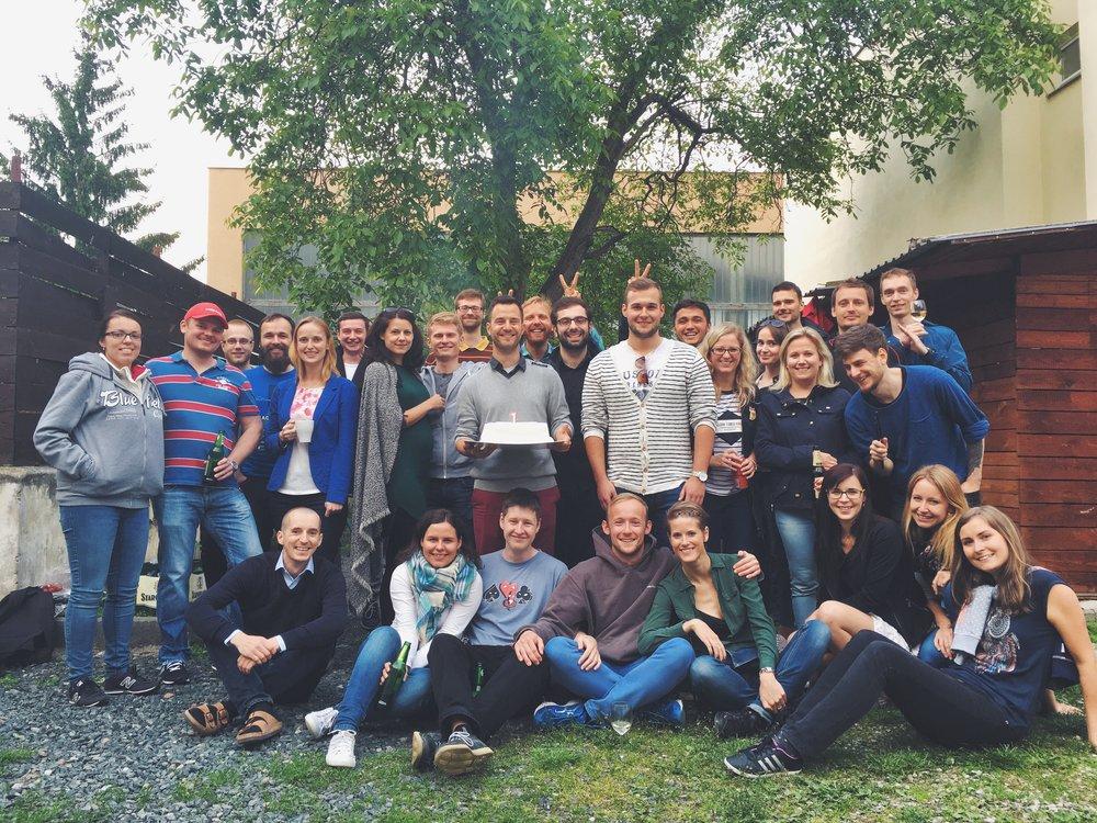 Oslava prvního výročí Radka, Vila a Pepy v naší firmě spojená s grilovačkou.