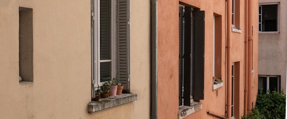 lyon-courtyard-walls.jpg
