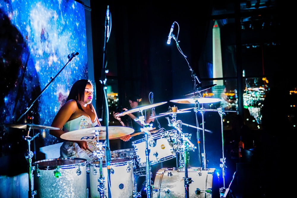 Glorious, Livetronica Drummer, Pop-R&B Singer, Producer, Live at W Washington, POV 32 - 99.jpg