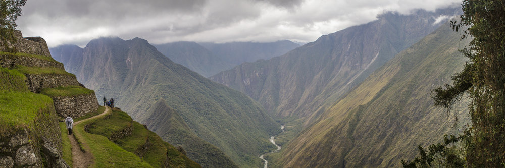"""HIKERS ARRIVING TO INTIPATA RUINS  