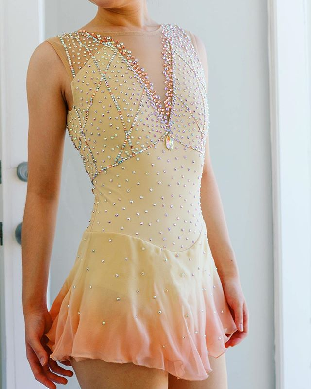 Custom dyed cream and peach ombré with contemporary beading for @_ris316 ! ✨✨ #customdesign #madeinla