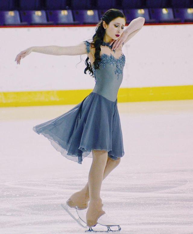 Ice dancer @chloe_blair in her elegant grey appliqué dress, with off-shoulder sleeves ! ✨