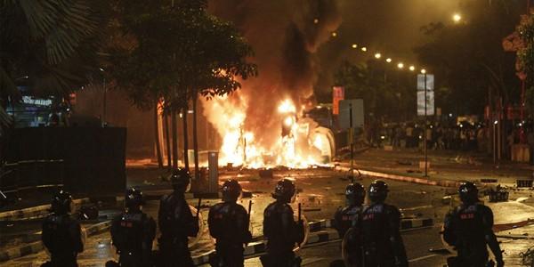 Singapore-rioting1-600x300.jpg