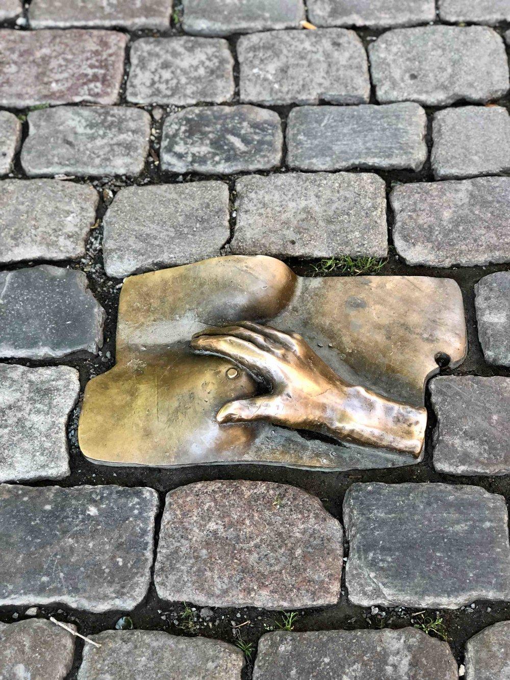 Bronze in honour of prostitutes